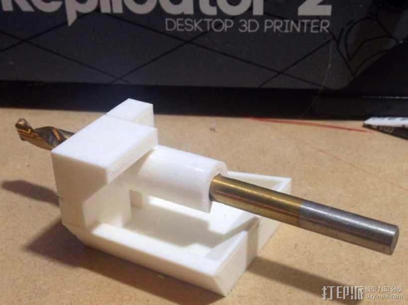带有除尘装置的钻头导向装置 3D模型  图1