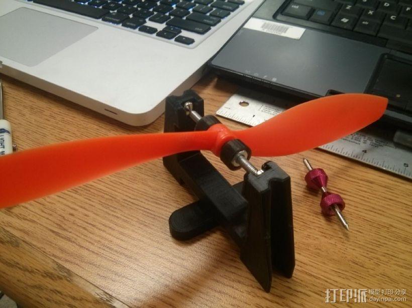 小型遥控飞机/四轴飞行器平衡器 3D模型  图1