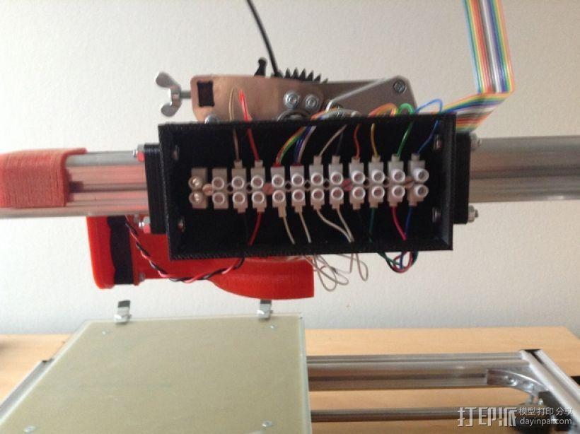 挤出机电箱 3D模型  图1