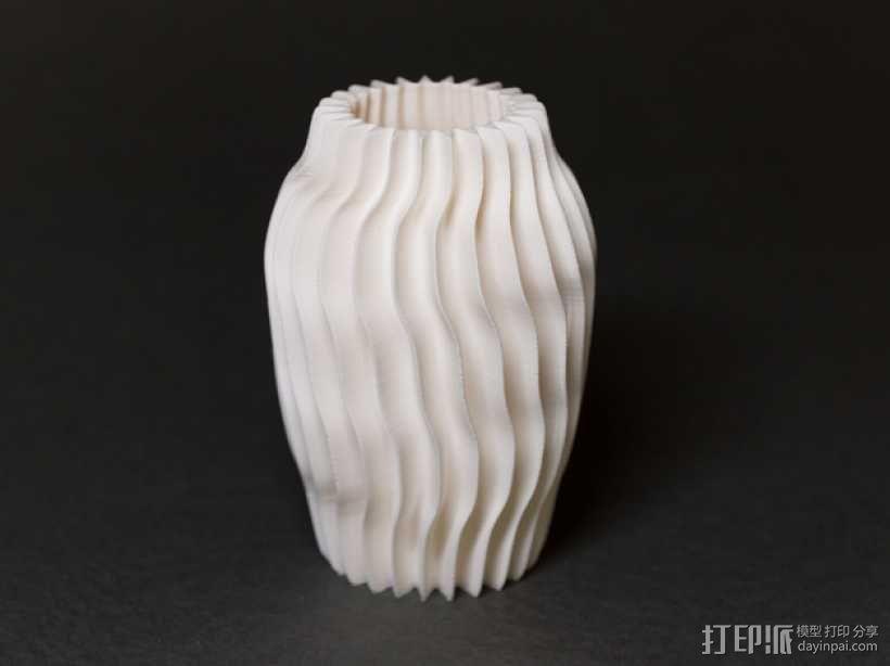 带有凹槽的圆形花瓶 3D模型  图1