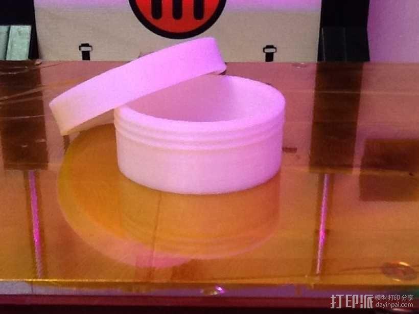 有螺纹口的圆形小盒 3D模型  图2