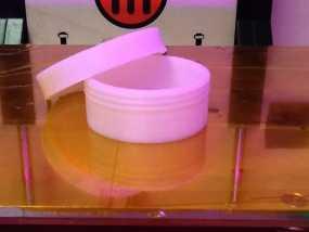 有螺纹口的圆形小盒 3D模型