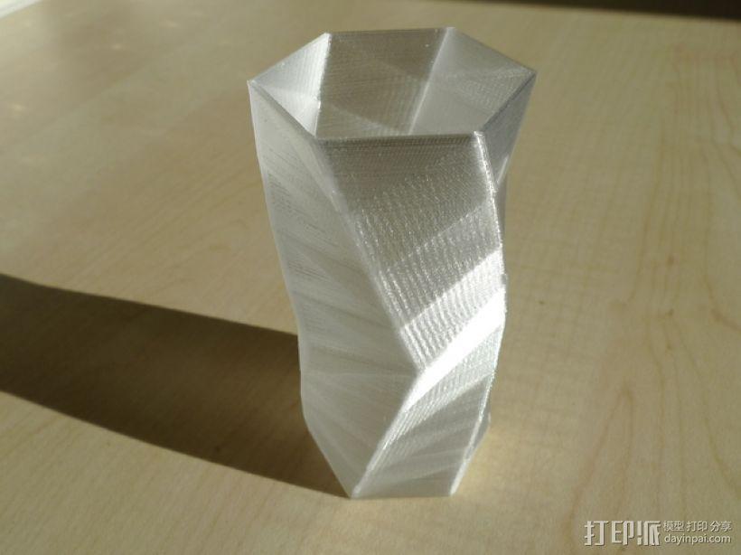 个性化人字斜纹花瓶 3D模型  图1