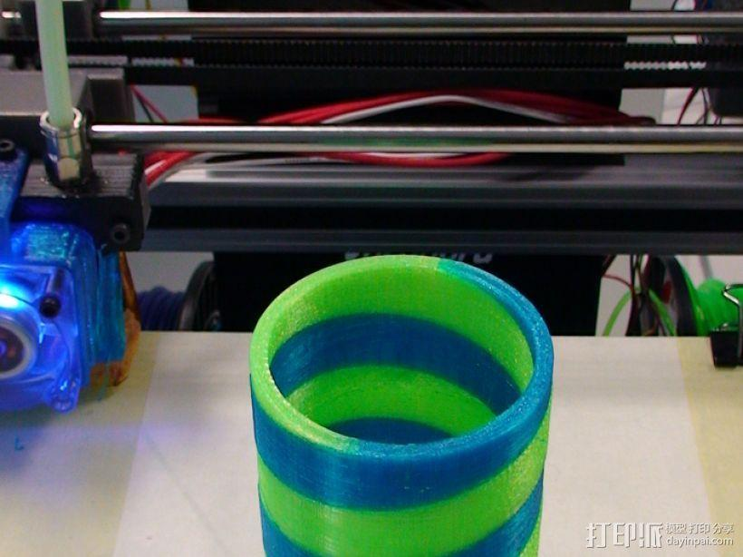 双色笔筒V2 3D模型  图1