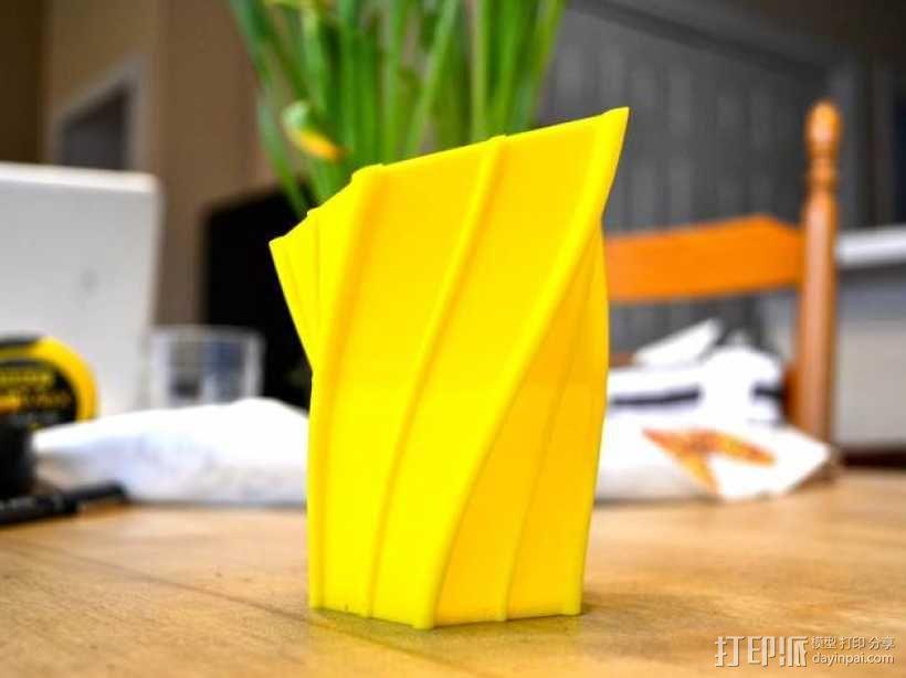 扭曲的花瓶 3D模型  图1