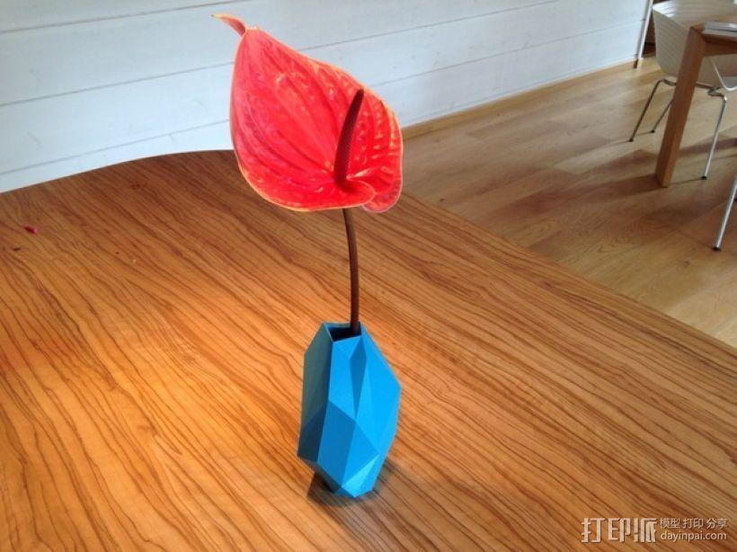 低面数花瓶 3D模型  图1