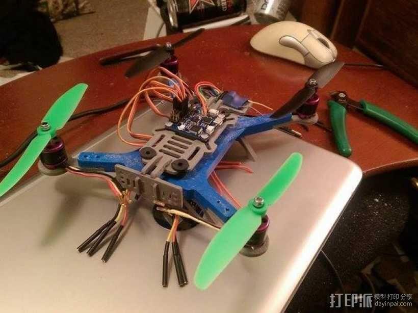 迷你180四轴飞行器 3D模型  图1