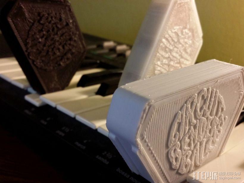 音乐键盘固定装置 3D模型  图1