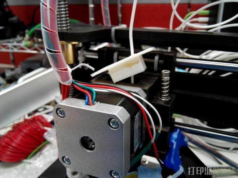 挤出机线材引导装置 3D模型  图1