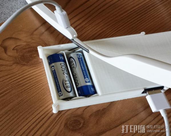 用两节AA电池做出你自己的1A+5V USB充电器 3D模型  图1