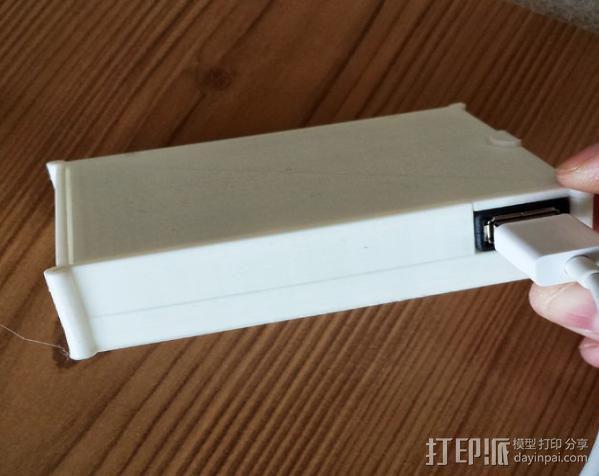 用两节AA电池做出你自己的1A+5V USB充电器 3D模型  图6