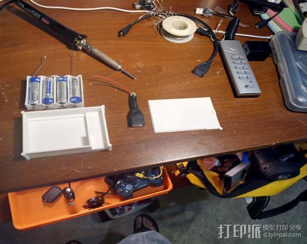 用两节AA电池做出你自己的1A+5V USB充电器 3D模型  图4
