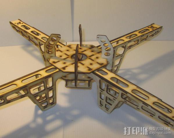 激光quadcopter 24宽,3毫米胶合板 3D模型  图1