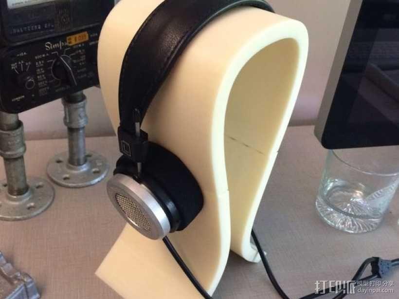 Omega头戴式耳机座 3D模型  图1