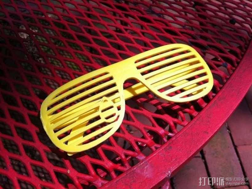 泪珠形百叶窗眼镜 3D模型  图1
