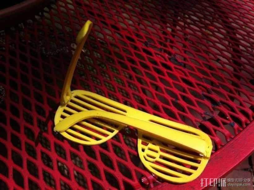 泪珠形百叶窗眼镜 3D模型  图3