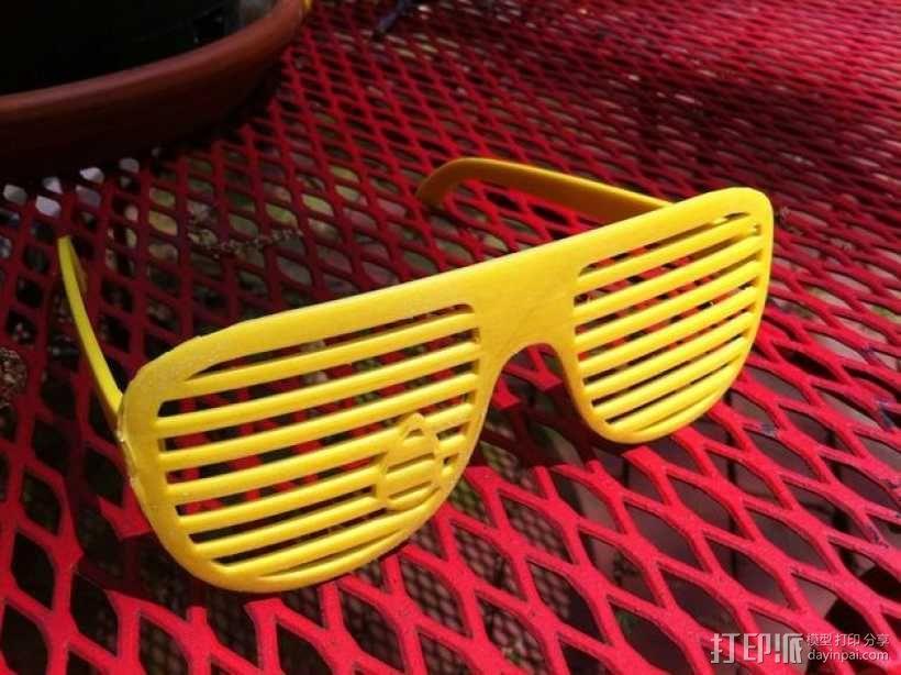 泪珠形百叶窗眼镜 3D模型  图5