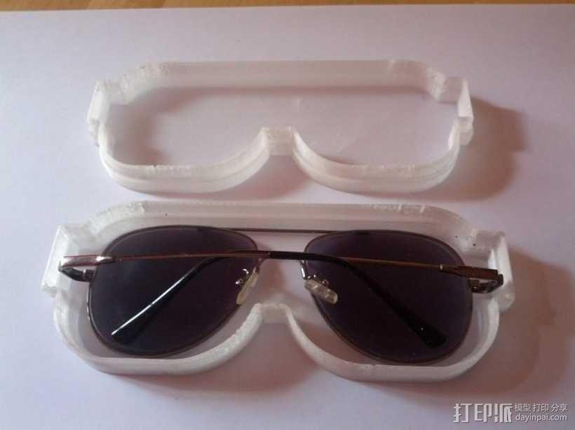 透明眼镜盒 3D模型  图1
