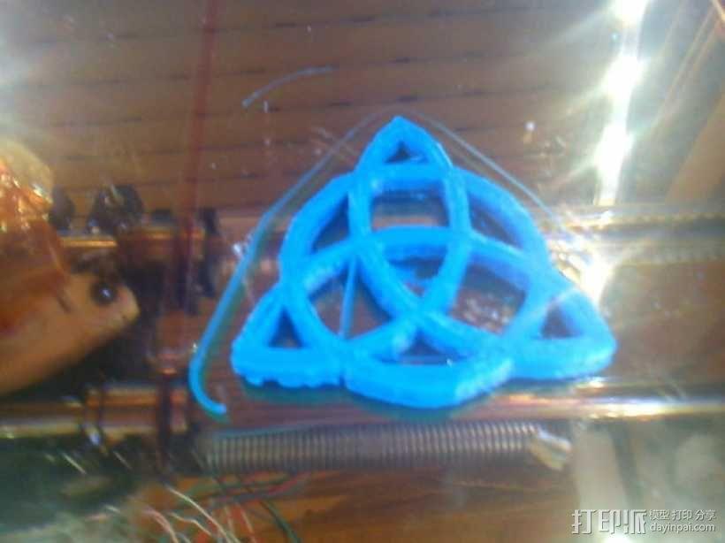 三角形图案装饰品 3D模型  图2